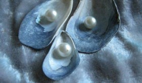 Three Pearls Robyn Beattie